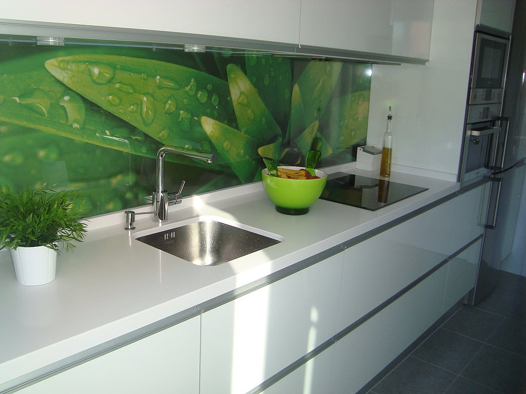 Grafika na szkle w kuchni